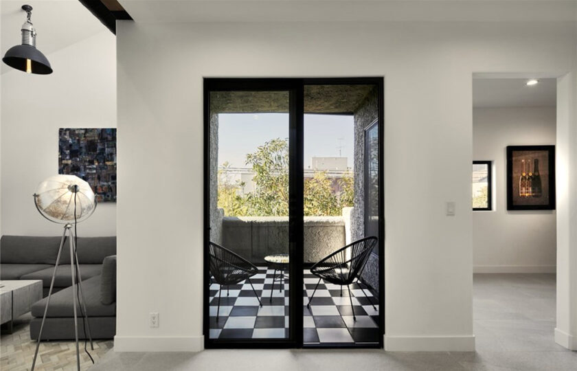 Contemporary home staging design of side patio in Los Angeles 2 bed, 2 bath penthouse unit