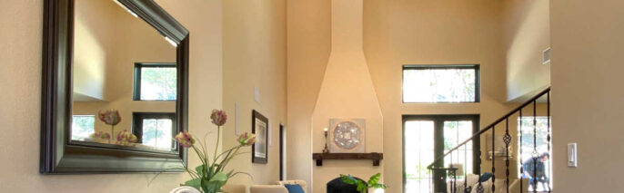 Traditional home staging design of entry in Ventura 4 bed, 3 bath family home