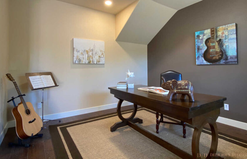 Traditional home staging design of office in Ventura 4 bed, 3 bath family home