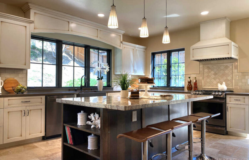 Traditional home staging design of kitchen in Ventura 4 bed, 3 bath family home